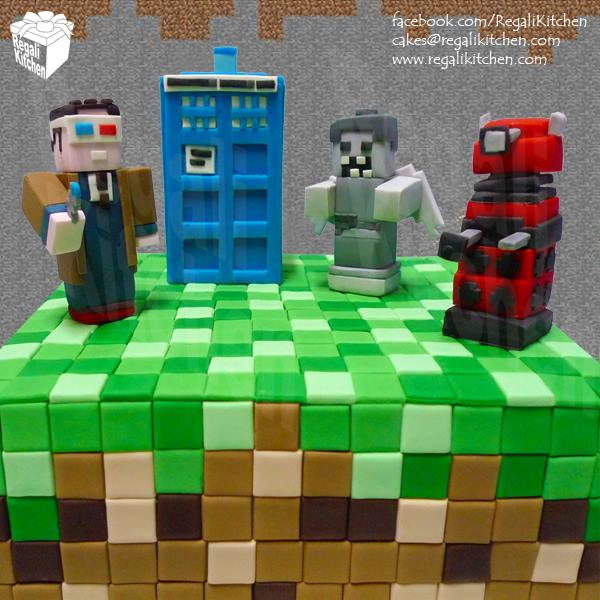 http://i2.wp.com/www.geeksaresexy.net/wp-content/uploads/2013/11/minecraft-doctor-who-cake-1.jpg?resize=600%2C600