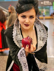 Evil Queen - Montreal Comiccon 2016 - Photo by Geeks are Sexy