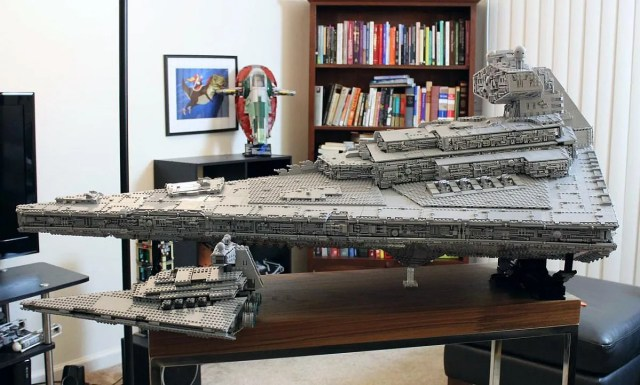 This Lego ISD Tyrant Star Destroyer Has Over 35,000 Pieces [Pics]