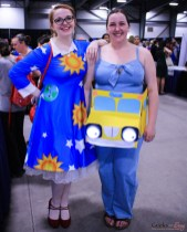 Miss Frizzle and Magic School Bus - Ottawa Comiccon 2019 - Photo by Geeks are Sexy