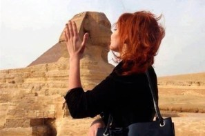 Woman kisses sphinx