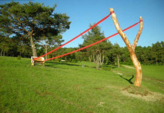 Slingshot park bench made from Y-shaped tree.