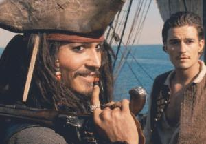 johnny-depp-and-orlando-bloom-in-pirates-of-the-caribbean--svarta-pärlans-förbannelse-(2003)-large-picture