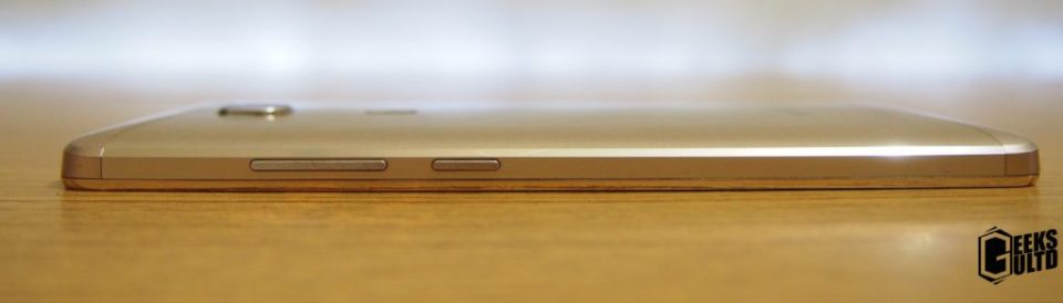 On the right side of the phone you'll find a textured Power Button and Volume rocker.