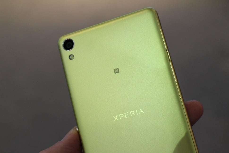 sony-xperia-xa-top-back-angle-970x647-c