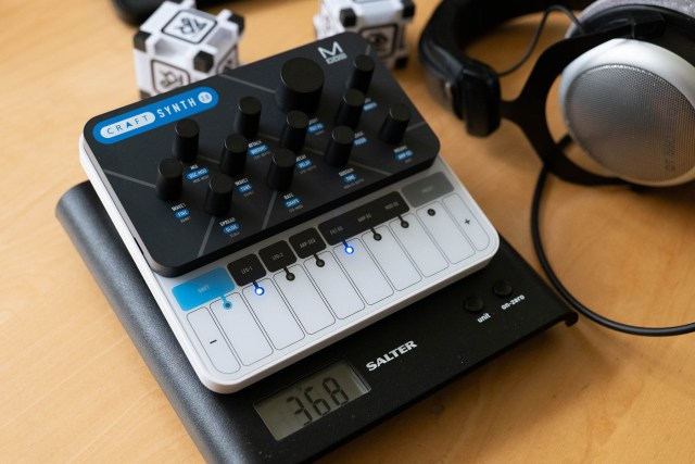 The Modal CRAFTsynth 2.0 weighs just 368g with fully charged batteries
