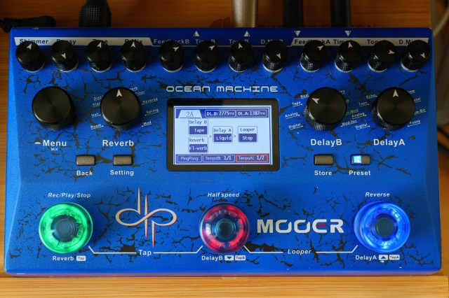 A typical effects chain on the Mooer Ocean Machine