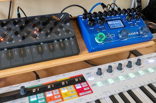 Mooer Ocean Machine with Modal Electronic Skulpt and Arturia KeyStep Pro