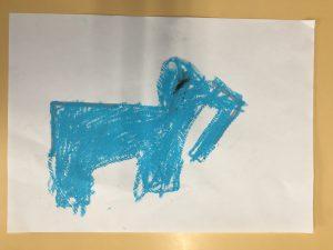小学校二年生の作品です。 くるりとひっくり返して 「ゾウ」を発想したのです。 すごいですよね! 直線的な形からの発想ですから、構造物を連想しがちなんですけど・・美術教室の生徒は思考が柔らかいのです。