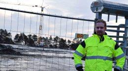 KLAR TIL BYGGING: Terje Aasbø i Arendal Eiendom KF er prosjektleder for nye Roligheden skole, som for alvor vil ta form i 2018. Foto: Esben Holm Eskelund