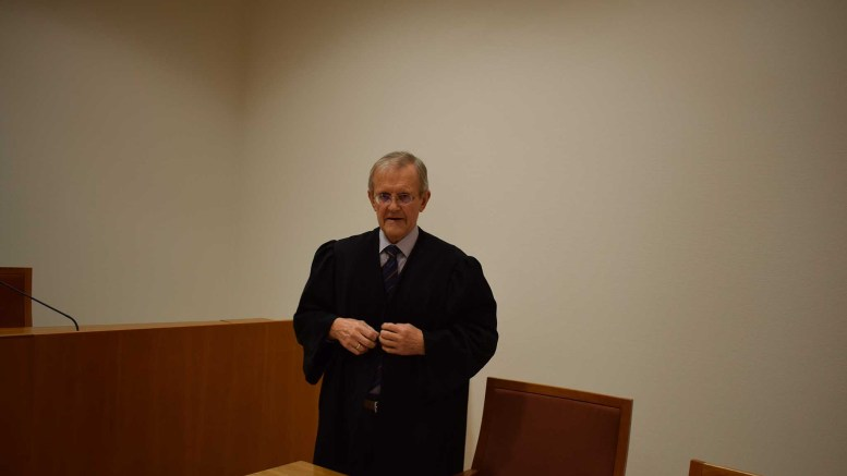 FORSVARER: Advokat Ove Andersen forsvarer den tiltalte tromøymannen i begynnelsen av 20-årene. Foto: Esben Holm Eskelund