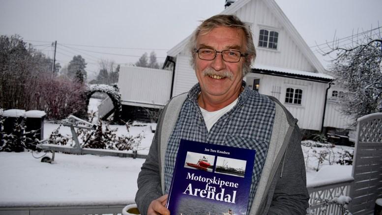 LANSERING: Mandag kveld lanserer tromøymannen Jan Tore Knutsen debutboken i Arendal bibliotek. Foto: Esben Holm Eskelund