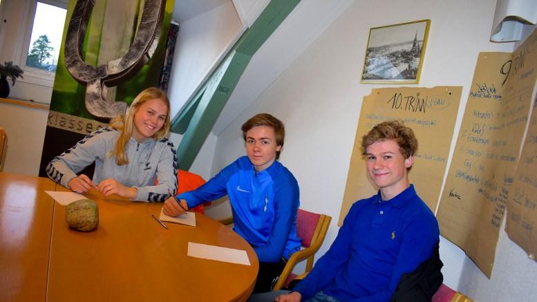 VILLE VINNE: Fanny Skindlo, Fredrik Egeland og Lucas Fagervik i 10.-klasse på Roligheden skole var innstilt på å ta full poengpott i NRK Klassequiz. Foto: Esben Holm Eskelund