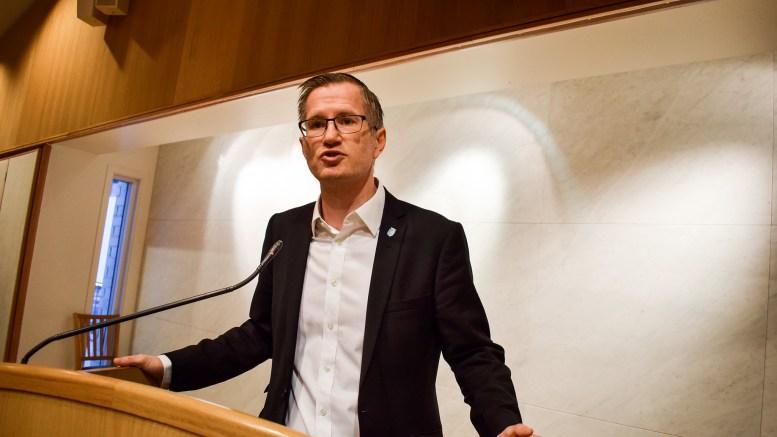 GOD KOMPETANSE: Ordfører Robert C. Nordli (Ap) med omfattende argumentasjon om hvorfor det ikke er behov for byantikvar i Arendal. Foto: Esben Holm Eskelund