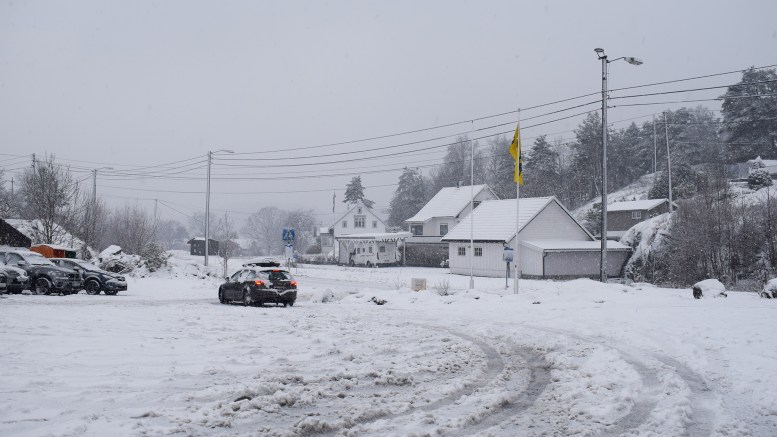 SNØFALL: Fredag formiddag hadde det falt en god del snø på Tromøy. Utover helgen kan det komme mer, opplyser vakthavende ved Meteorologisk institutt til Lokalavisen Geita. Foto: Esben Holm Eskelund