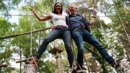 NED FRA TRÆRNE: Tone Pernille Sivertsen og Roar Laugerud er ferdig med klatrepark på Hove. Foto: Esben Holm Eskelund