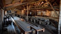 BRATTEKLEV SKIPSVERFT: På stedet ble skipsverftet drevet i over hundre år og er helt unikt i Norge. Her fra saga på toppen av sagbruket. Foto: Esben Holm Eskelund