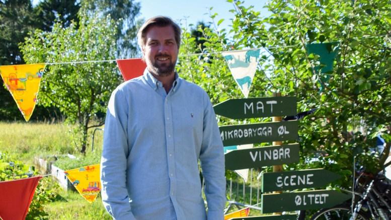 NY FESTIVAL PÅ HOVE: Marius Berge Amundsen er daglig leder i Seaside Production, som har konkrete planer om ny festival i internasjonalt format på Hove fra neste sommer. Fredag var han på ekskursjon på Spornesfestivalen. Foto: Esben Holm Eskelund