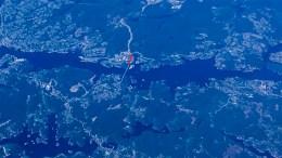 NY HOVEDADKOMST: Den røde streken viser området hvor veiforbindelsen skal gå fra Tromøybroa til Krøgenes fra neste år. Foto: Esben Holm Eskelund