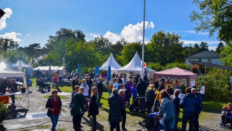 STOR DUGNAD: Målet med Gulrotfestivalen er å vise frem mangfoldet av næring, lag- og foreninger, kunst og kultur på Tromøy. Foto: Esben Holm Eskelund