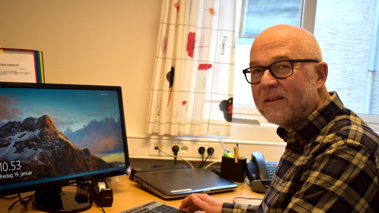 VIL RAMMES: Rektor Hans Georg Toreskaas ved Roligheden skole mener budsjettkutt for skolen vil ramme elevene. Arkivfoto