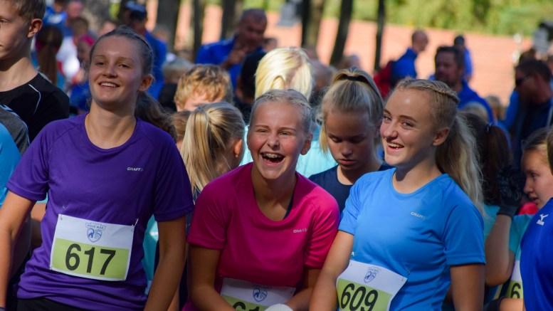 BARN OG UNGDOM: Fra venstre Hanna Saudland, Andrea Moen og Maja Hestness Trommestad i team Tricolor like for start. Foto: Esben Holm Eskelund