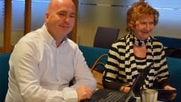 HOVE-SPØRSMÅL: Frp-representantene Anders Kylland og Ingrid Skårmo i formannskapet torsdag. Foto: Esben Holm Eskelund