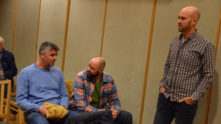 HYTTESALG: Canvas Hove, som Espen Bierud (t.v.), Jan Fasting og Vebjørn Teigen Haugerud står bak, skal finansiere utvikling av nytt campingkonsept med salg av hytter på campingområdet. Foto: Esben Holm Eskelund