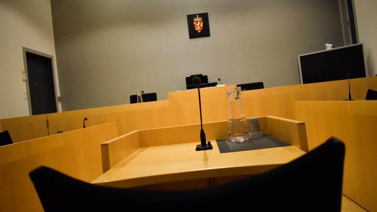 TRUET POLITIET: PÅ en eiendom på Tromøy satte mannen seg opp imot politiet som var tilkalt for å opprettholde ro og orden. Illustrasjonsfoto