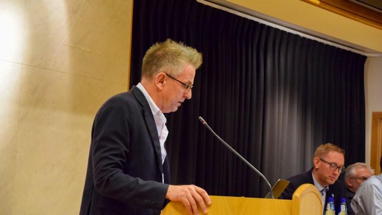 PENGER TILBAKE: Helsepartiets Knut Tveiten mener Hove drifts- og utviklingsselskap bør se på tilbakebetaling av økt campingleie for 2018. Foto: Esben Holm Eskelund
