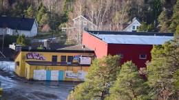 TROMØYHALLEN: Arendal eiendom KF vurderer å fikse opp Tromøyhallen, som ikke lenger ser spesielt vakker ut. Foto: Esben Holm Eskelund