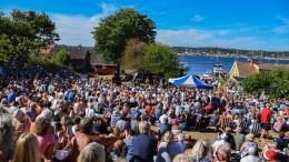 MANGE BESØKENDE: Canal Street dro mange publikummere til Merdø i fjor sommer, men det store besøkstallet på øya er langt flere enn antallet som fikk med seg Tønes-konserten. Arkivfoto