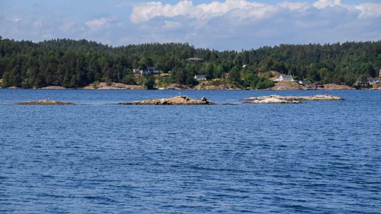 SJØFUGL: Fra mandag 15. april skal sjøfuglene få hekke i fred i skjærgården. Her Seilskjærene i Tromøysund, som også omfattes av vernet. Arkivfoto