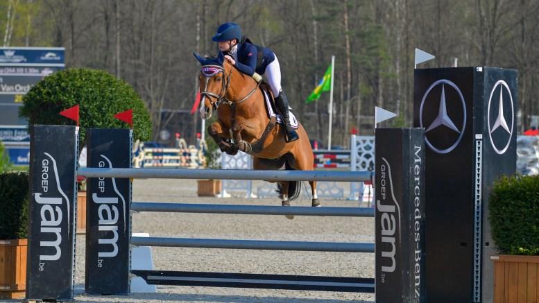 NATIONS CUP: Victoria Celine Dalen fra Tromøy feiret 16-årsdagen på hesteryggen i Belgia, og sikret femteplass for Norge. Foto: Privat