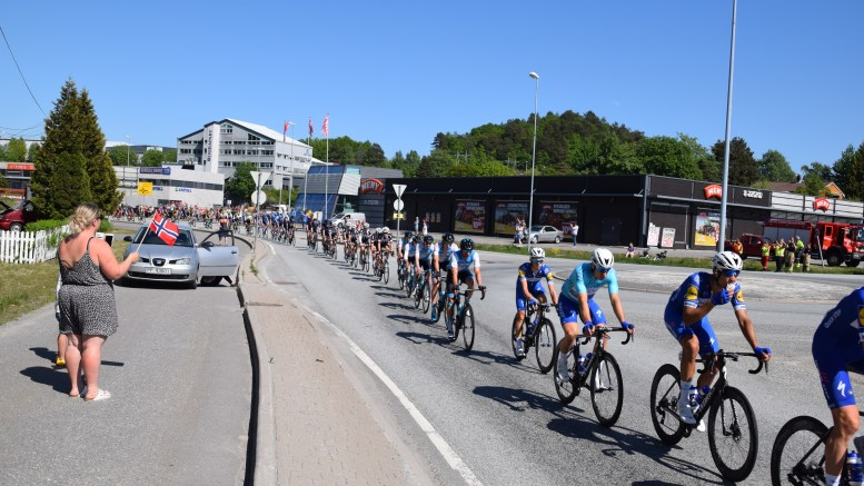 TOUR OF NORWAY: Fredag farter proffsyklistene i Tour of Norway-rittet forbi Krøgenes - i motsatt retning enn i fjorårets Tour des Fjords. Arkivfoto