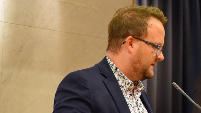 UVERDIG FRA FRP: Leder av oppvekstkomitéen i bystyret i Arendal, Gjermund Orrego Bjørndahl (SV) reagerer på Frps utspill om bosettingsstopp for enslige mindreårige asylsøkere og flyktninger. Arkivfoto