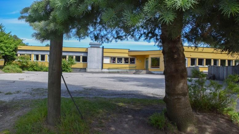 TRENGER OPPGRADERING: Arendal Høyre varsler satsing på oppgradering av slitne skoler i kommunen. Sandnes skole er en av disse. Arkivfoto