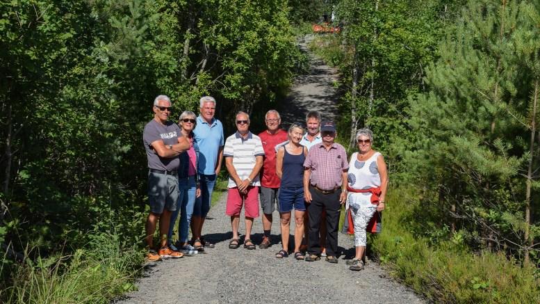 ENDELIG I MÅL: En solid dugnadsinnsats er lagt ned av beboere og hyttefolk øst på Tromøy for å sette i stand turveien mellom Ugelsmyr og Hastensund. Foto: Esben Holm Eskelund
