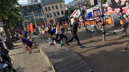 MORGENTRENING: I Arendal sentrum kan du delta på gratis trening flere morgener i de to neste ukene. Pressefoto