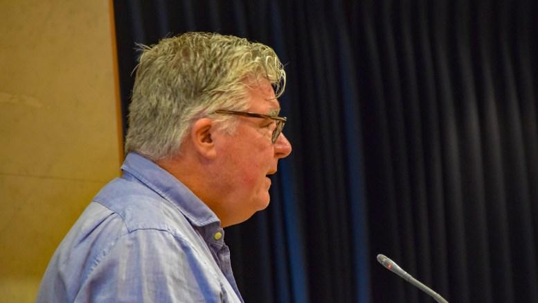 VIKTIGSTE VEI: Høyres Geir Fredrik Sissener mener Revesandsveien er den aller viktigste å få fylkeskommunen til å prioritere for trafikksikkerhetstiltak. Foto: Esben Holm Eskelund