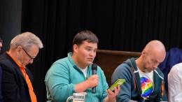 BRUK STEMMERETTEN: Jens Aldo Nilsen er Miljøpartiet de grønnes førstekandidat i Arendal. Stian Sparre Iversen er fjerdekandidat, og oppfordrer velgerne tl å bruke stemmeretten om det så er en blank stemmeseddel man leverer. Foto: Esben Holm Eskelund