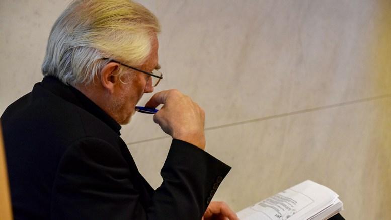 INGEN FESTDAG: Rådmann Harald Danielsen slo fast at budsjettfremlegget ikke var en festdag, og foreslår kutt som også rammer Tromøy. Foto: Esben Holm Eskelund
