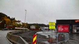 GANG- OG SYKKELVEI: Ved Krøgenes senter bygges fortau om til gang- og sykkelvei. Busstoppet skal gjøres om til kantstopp. Foto: Esben Holm Eskelund