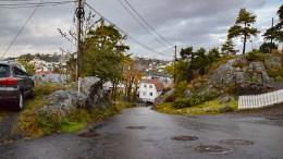 SKILTMANGEL: Det er ingenting som viser veien til Nedre Skilsø, noe Skilsø velforening ønsker en ordning på. Foto: Esben Holm Eskelund