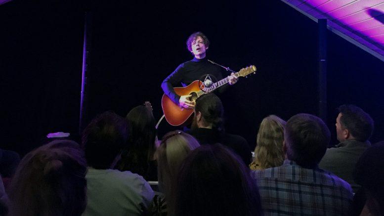 STUDIO SPORNES: Jarle Bernhoft leverte lokal konsert av de sjeldne lørdag. Foto: Esben Holm Eskelund