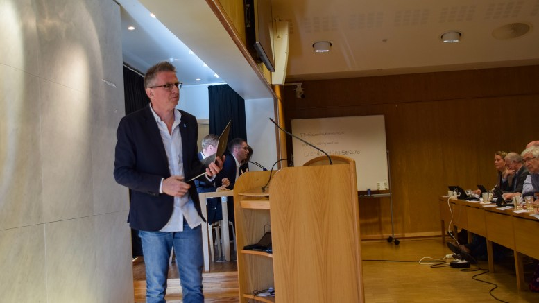 KLOAKKDEBATT: Knut Tveiten (Helsepartiet) mener kommunen må ta ansvar i saken om påkobling til offentlig avløp. Arkivfoto