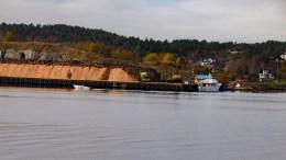 TØMMERHAVN: Støy fra AT Skogs virksomhet på Arendal Havn Eydehavn er blitt plagsom for nærmiljøet. Foto: Esben Holm Eskelund