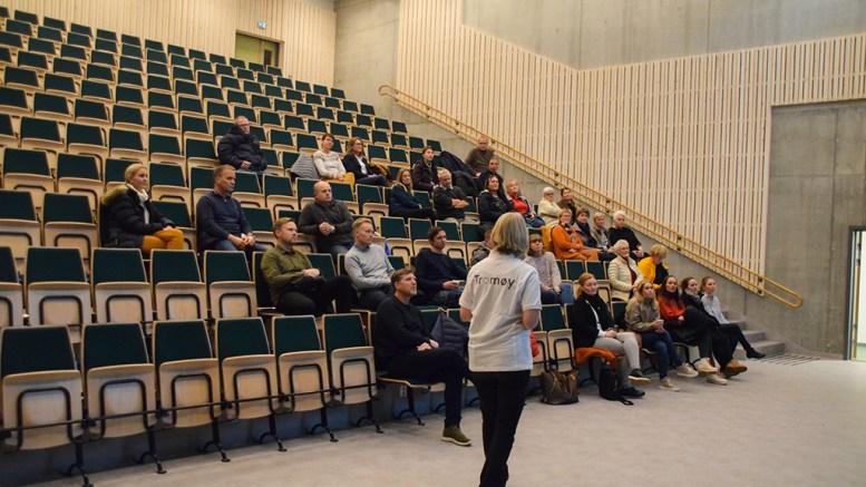 TROMØYFORUM: Fremdriften i blant annet kollektivtrafikkprosjektet ble lagt frem for ledere på Tromøy, som var invitert av Tromøy frivillligsentral til oppdatering på samskaping. Foto: Esben Holm Eskelund