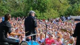 TROMØYFESTIVALEN: Bjørn Eidsvåg trakk tusenvis til Canal Street på Merdø i 2017. I år skulle han ha vært på Hove Music Festival. Neste år kommer han til Tromøyfestivalen. Arkivfoto/ Esben Holm Eskelund