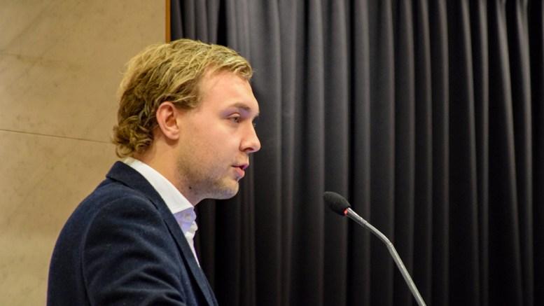 BUDSJETTLØSNING: Høyres Erik Johan Tellefsen Lindøe oppsummerer budsjettresultatet. Foto: Esben Holm Eskelund
